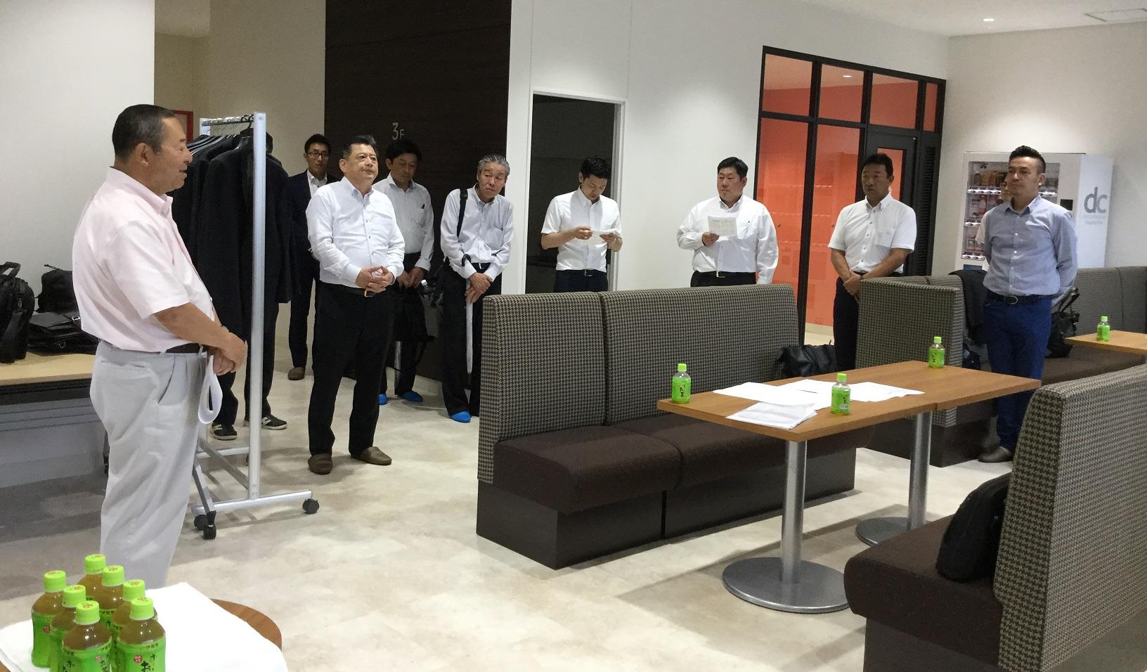 不織布専用糊 施工試験会の実施(8月7日)